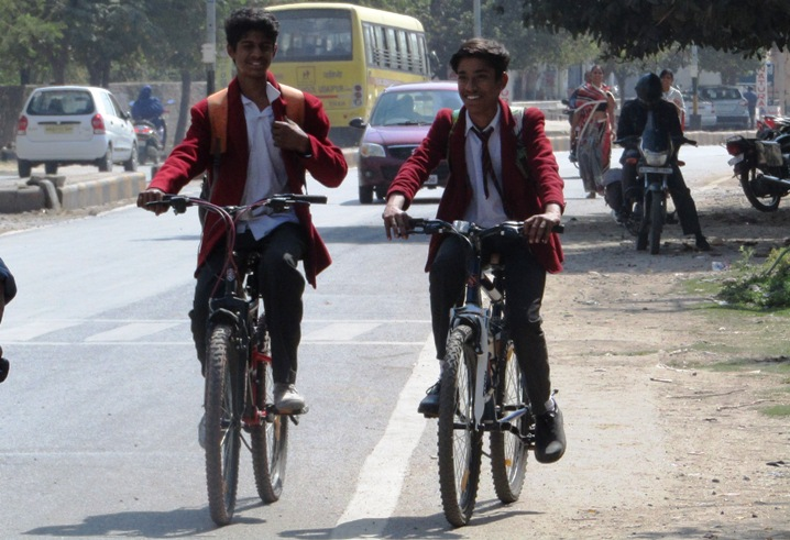 students on cycle