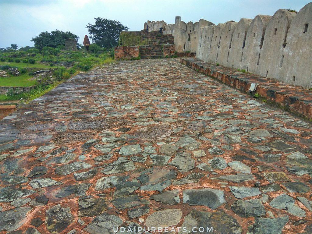 Kumbhalgarh wall, two cars can run parallel