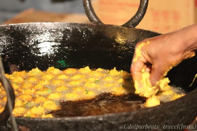 Pakode frying